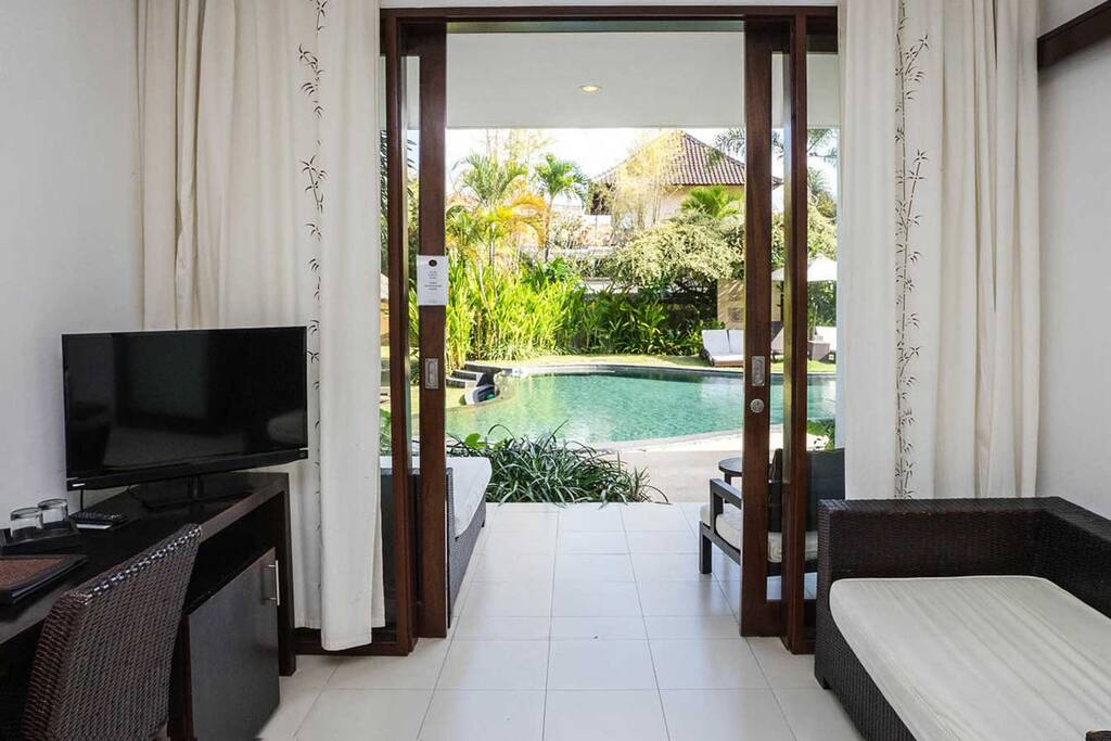 Villa Diana Bali - Deluxe Room Pool View in Dowstairs