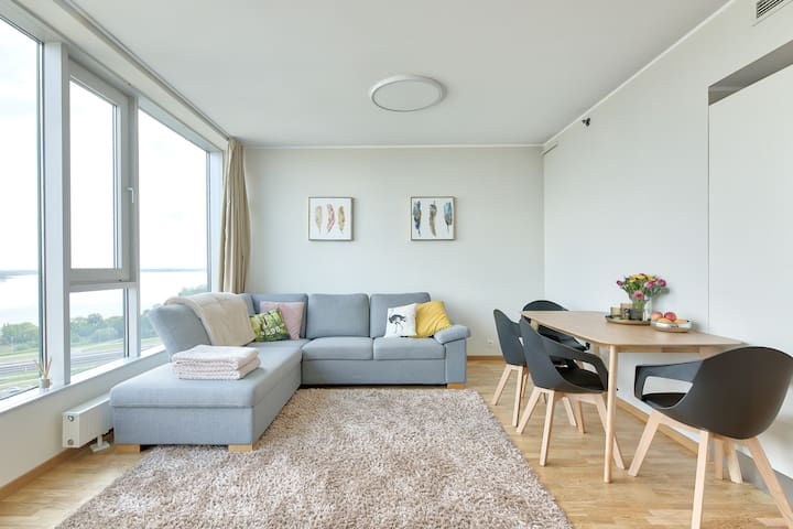 Bright and cosy flat with a view in the lake!