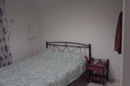 12 - Egaleo - Apartemen