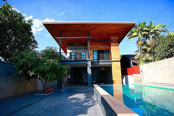 五房泳池别墅,含接送机,定制出游路线,家庭和团体出游首选