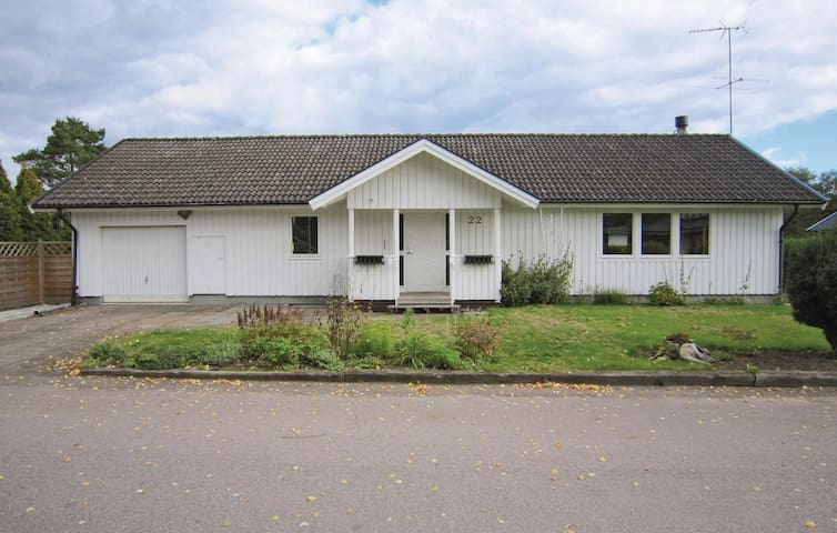 Holiday cottage with 5 bedrooms on 200m² in Åsljunga