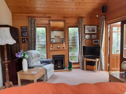 Self Contained Cabin, Sutton Coldfield. Sleep 2/3