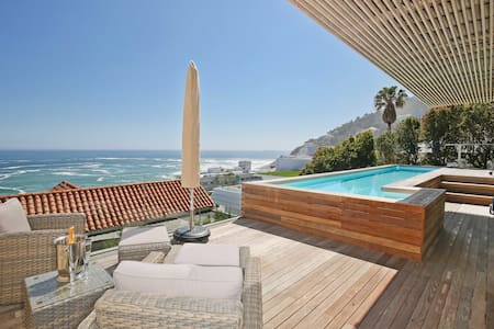 Clifton Views. 1 bed apt with own pool and deck.