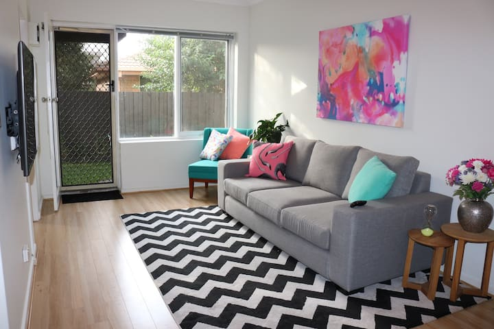 Comfy 3BR unit near Flemington Races & Showgrounds