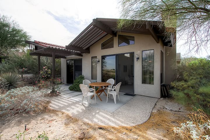 2BR Borrego Springs Home w/Pool Table & Mtn Views