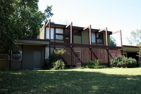 Mid-Century Modern Retreat - Casa