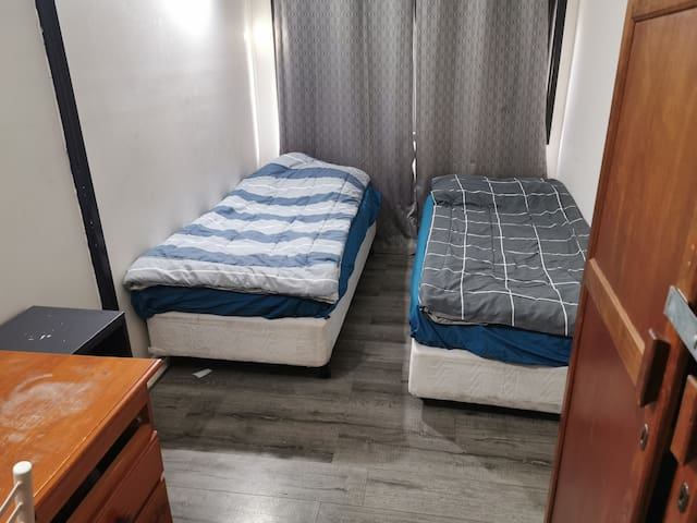 Private two single or king size bed room BOX HILL