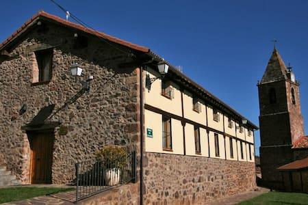 Casa rural con chimenea y gran capacidad - El Rasillo de Cameros