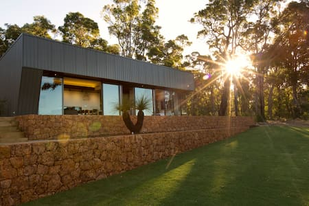 Yallingup Siding Secluded Luxury Accommodation - Yallingup Siding