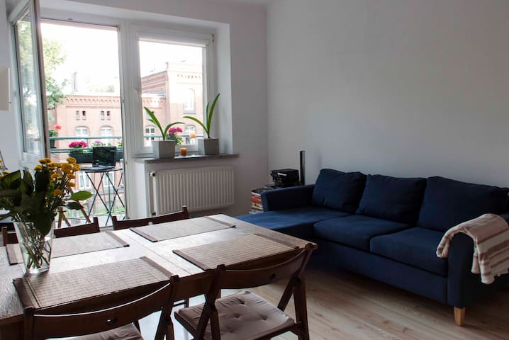 Large room with balcony in the center of Szczecin - Estetino - Apartamento