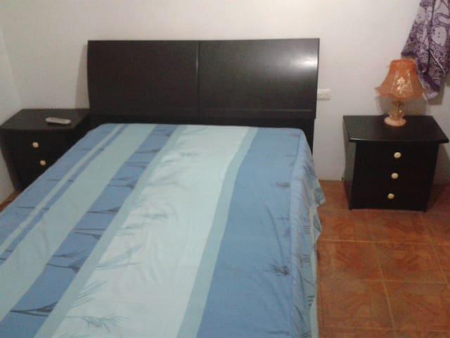 Una habitación grande se puede anexar una cama individual