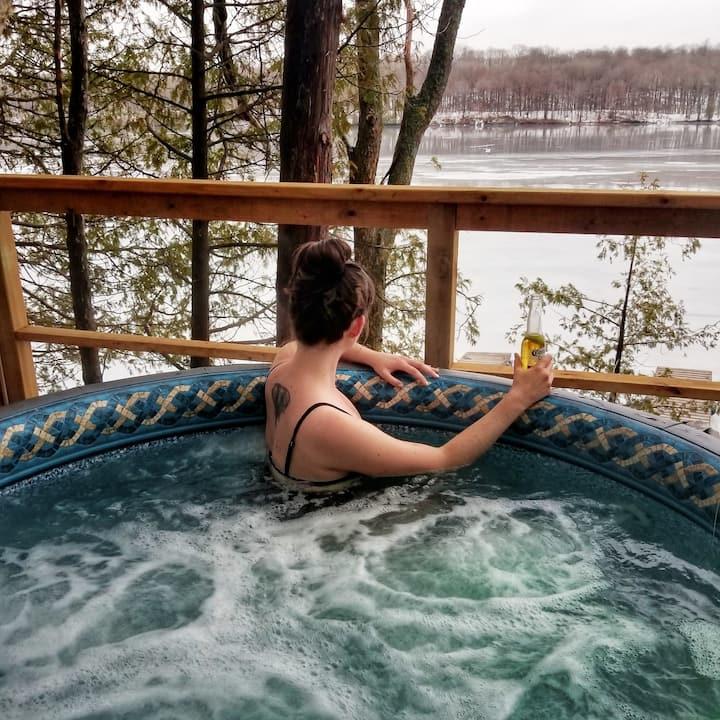 Gorgeous wilderness lake house, 4/2, hot tub