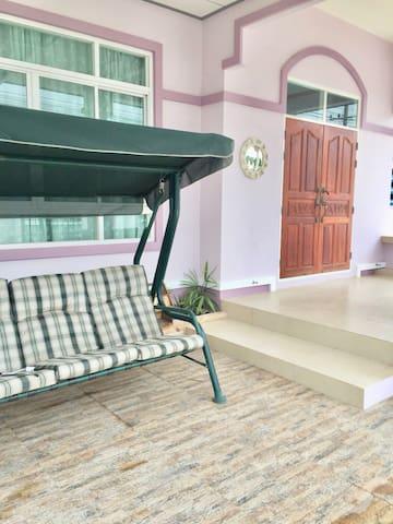 Ban Aun Ai Rak At Bang sare บ้าน อุ่นไอรัก ที่บาง เสร่