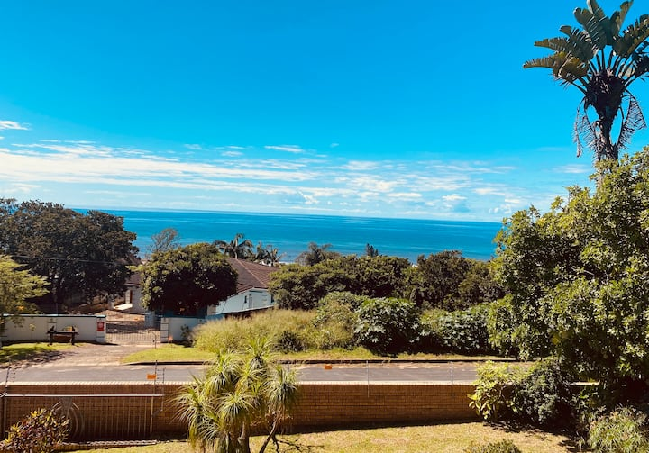 A tranquil 3 bedroom home with sea view.