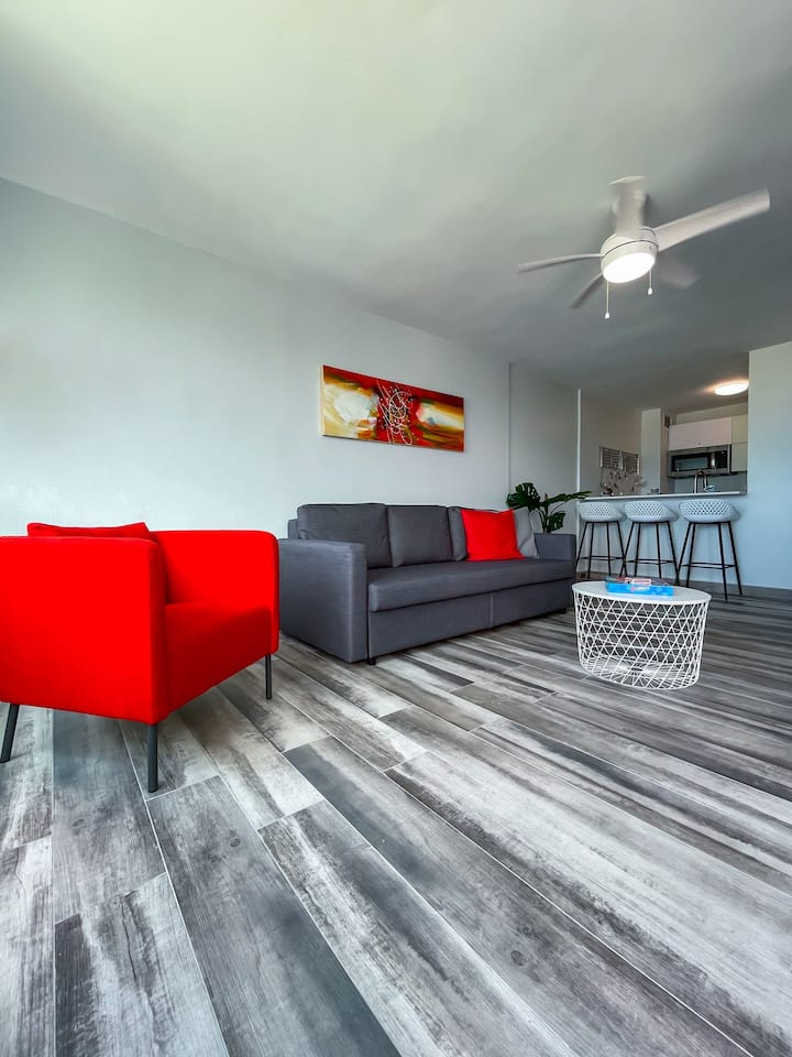 """Casa Lily """"Newly Remodeled"""", Beach Front Apartment"""
