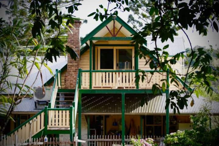 Farmhouse loft, self-contained near Nimbin/Lismore