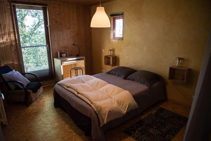 chambre d'hôtes  proche Figeac dans maison en bois
