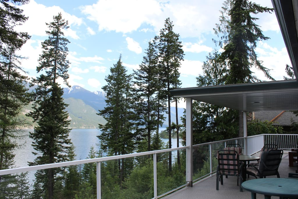 Fabulous lake/mountain view from deck.