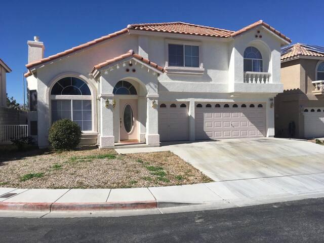 SUPER CLEAN HOUSE!!!! - Las Vegas - House