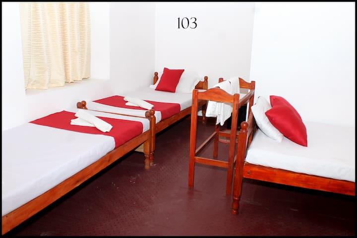 Comfort room in Jaffna for 4 pax