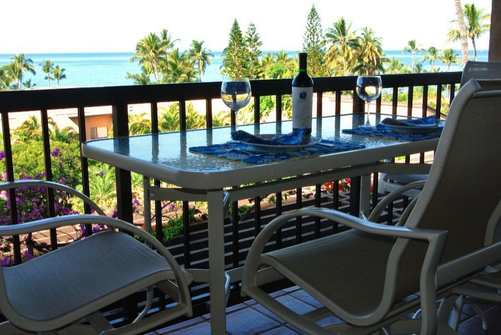 Enjoy kitchen and lanai panoramic views from Molokini and the way to Lanai and the Windmills on the west maui mtns