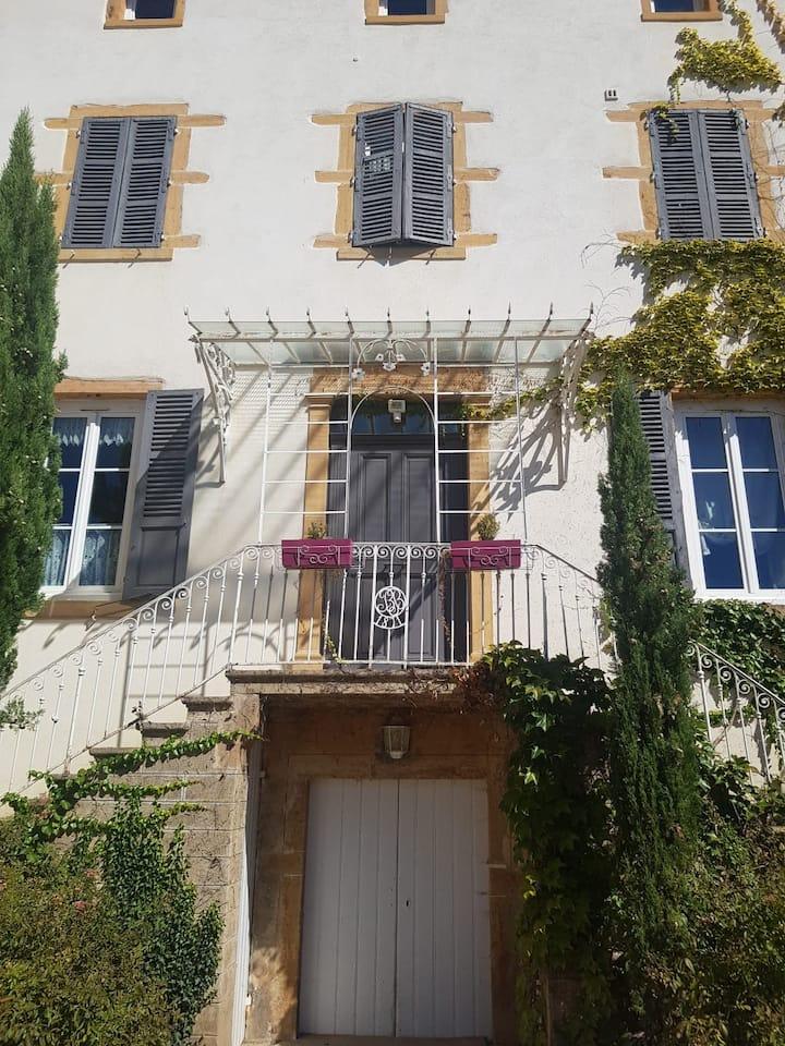 Grande maison avec piscine- beaujolais proche Lyon