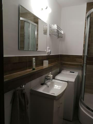 Novo zrekonštruovaná kúpeľňa. New reconstructed bathroom.