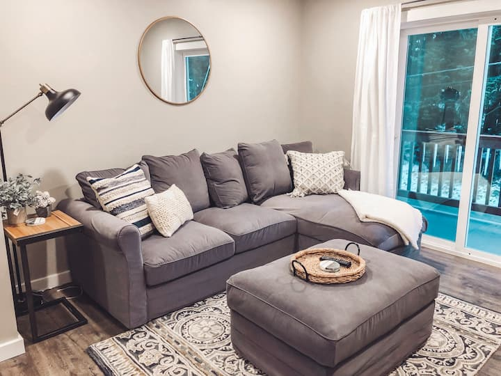 New, Bright, and Modern 2 Bedroom