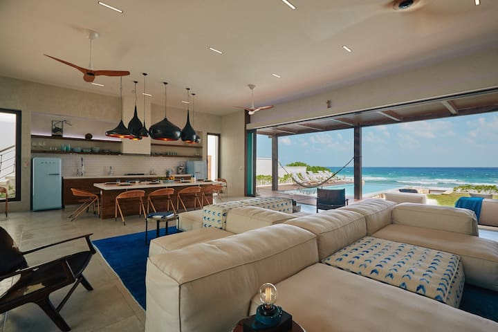 Superb Private Luxury Oceanfront. Great Location
