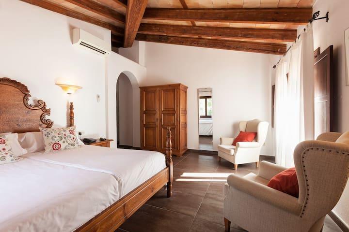 Finca-Hotel Albellons / Suite with breakfast
