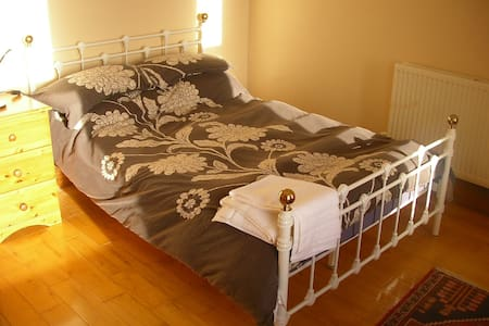 Sunny Room Close to Plymouth Uni City Centre - Plymouth - House