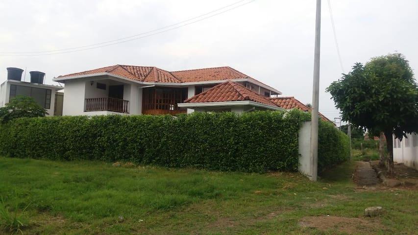 Casa en Anapoima a pocas cuadras del parque