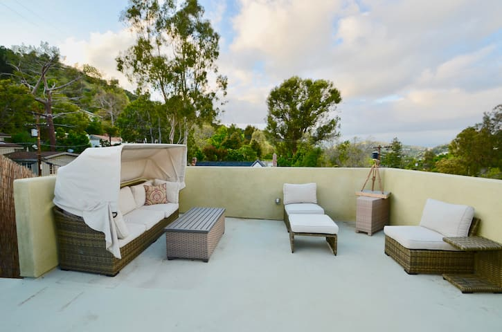 NEW LISTING CLEAN Hollywood Laurel Canyon House