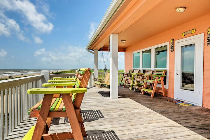 Beachfront Crystal Beach Home w/ Deck & Patio