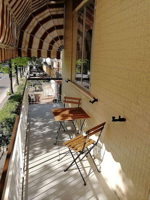 Terrazzo con tenda parasole