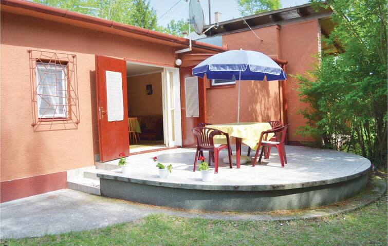 Semi-Detached with 2 bedrooms on 52 m² in Balatonföldvár
