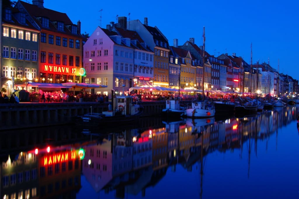 1 minute walk from Nyhavn