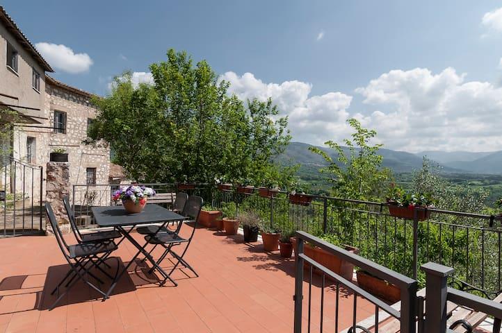 Casa rurale in collina, affacciata sulla valle. - Prossedi - Casa