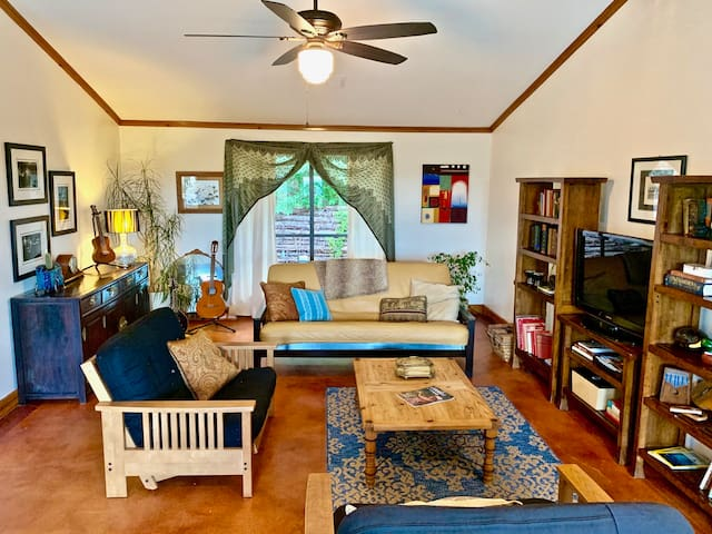 Beautifully decorated, musical instruments, games, Floor to Ceiling windows with Pool and Hill country views from every room.