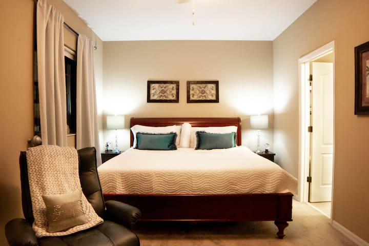 MASTER SUITE 25 MINS from Universal Studios