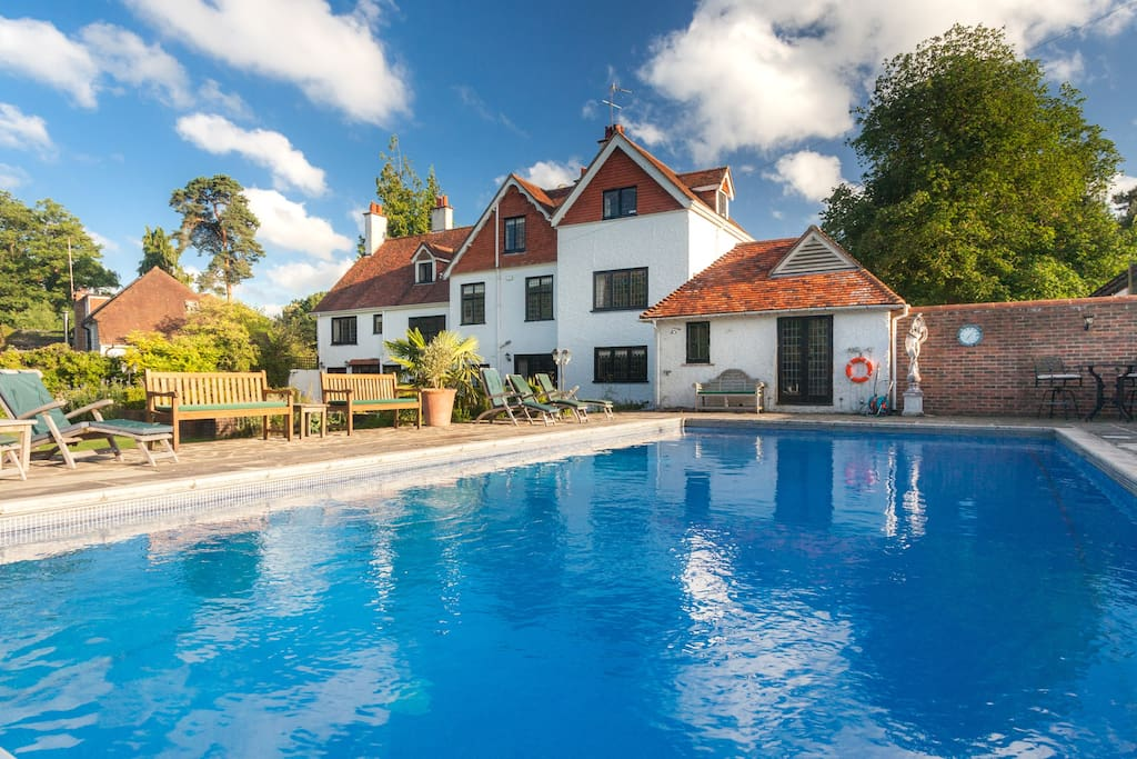 Outdoor heated swimming pool (available April-end October)