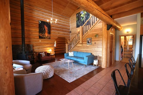 Gorgeous cabin w/ Mt. Hood view and porch/balcony