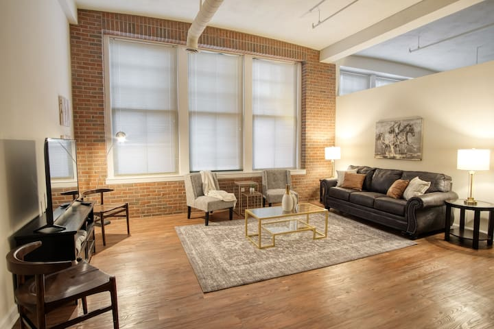 Amazing 1br Loft * Free Parking * Heart of Indy