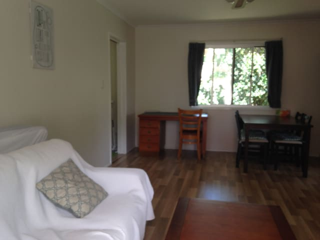 Large 1BR Appt; Brisbane, Australia - Upper Mt Gravatt - Apartment