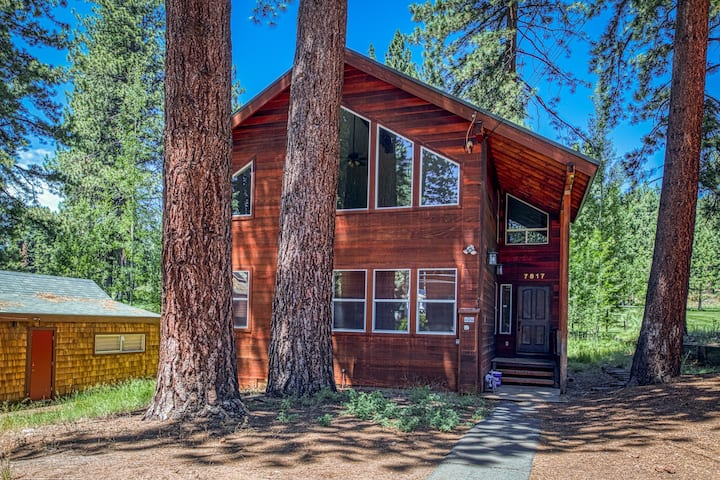 Golf course home w/ private hot tub & two decks - walk to Kings Beach. Dogs OK!