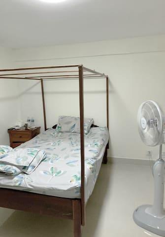 Double-Bed En Suite in central Phnom Pehn city