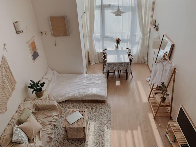 Stay E:Room#스테이이룸#복층인테리어#cozy#감성숙소#서면역,부암역도보5분이내