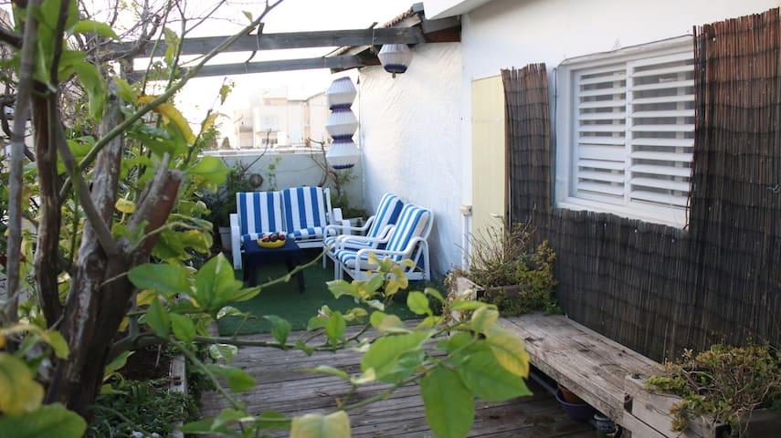 Bedrooms & Terrace, private entrance in Raanana