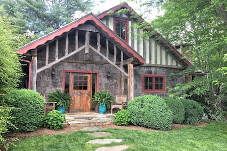 Elegant Cottage in the Heart of Linville