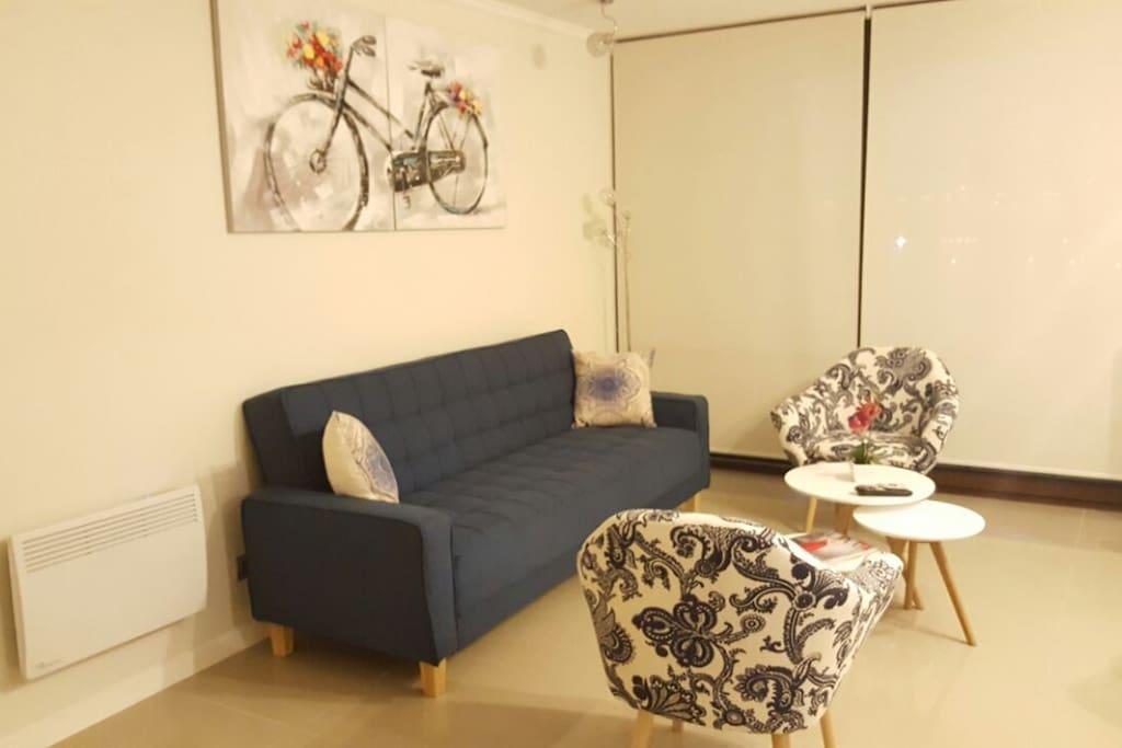 Living con sofá cama (azul)